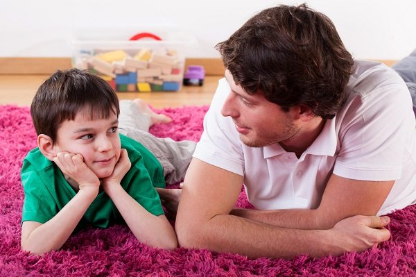 awkward questions - گفتگو والدین با فرزندان در مورد عشق، روابط جنسی و بطور کلی سکس امری لازم و ضروری است